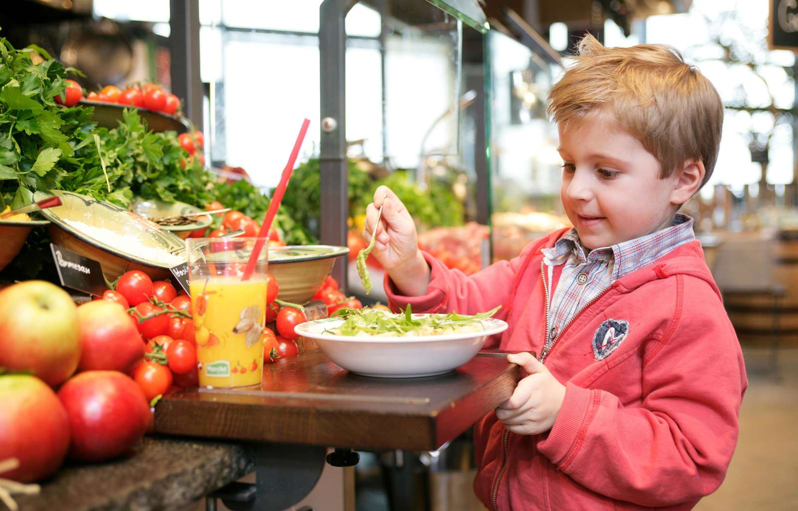 kid serving himself at the Marché buffet