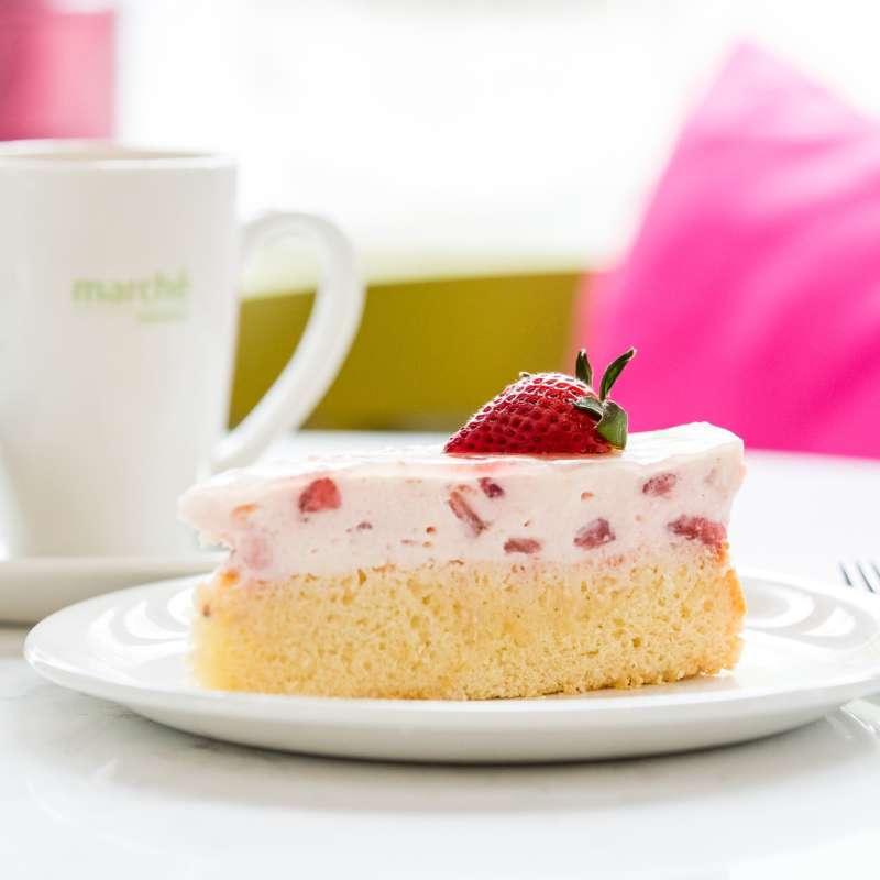 Hausgemachter Kuchen und Kaffee im Terrassencafé Kakadu