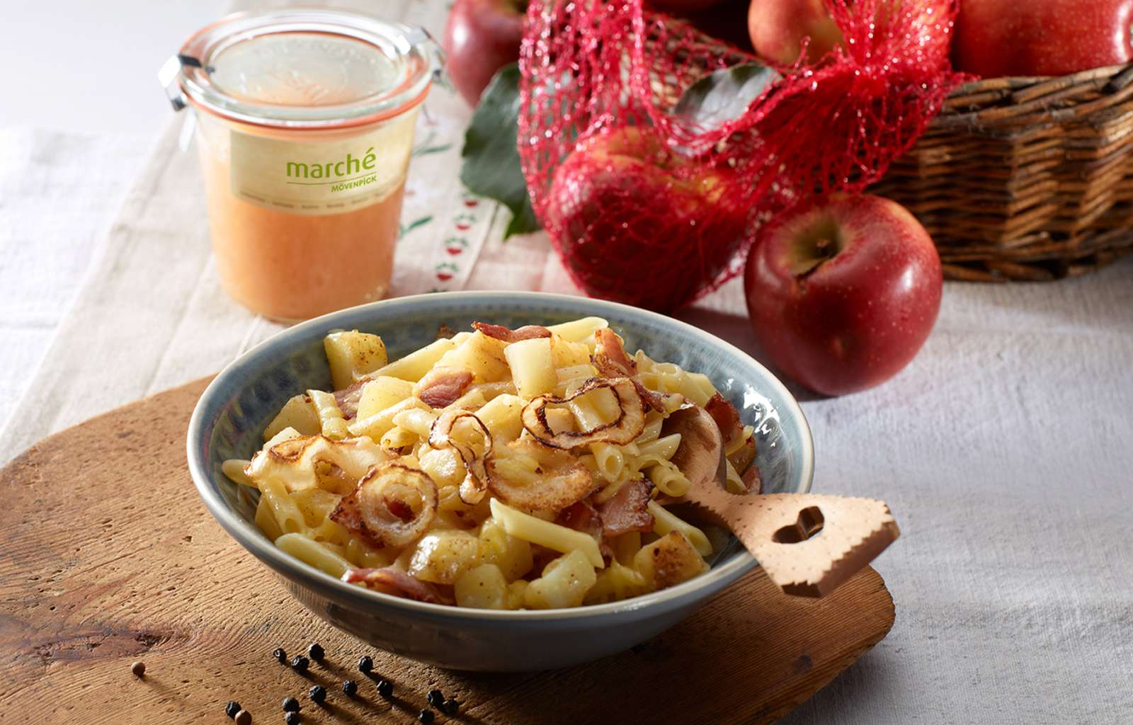 Recipe Swiss Alpine macaroni with apple sauce